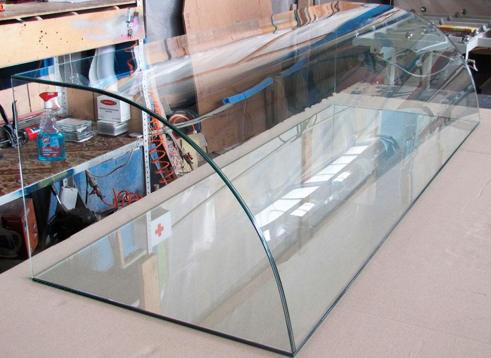 Гнутое стекло для витрин